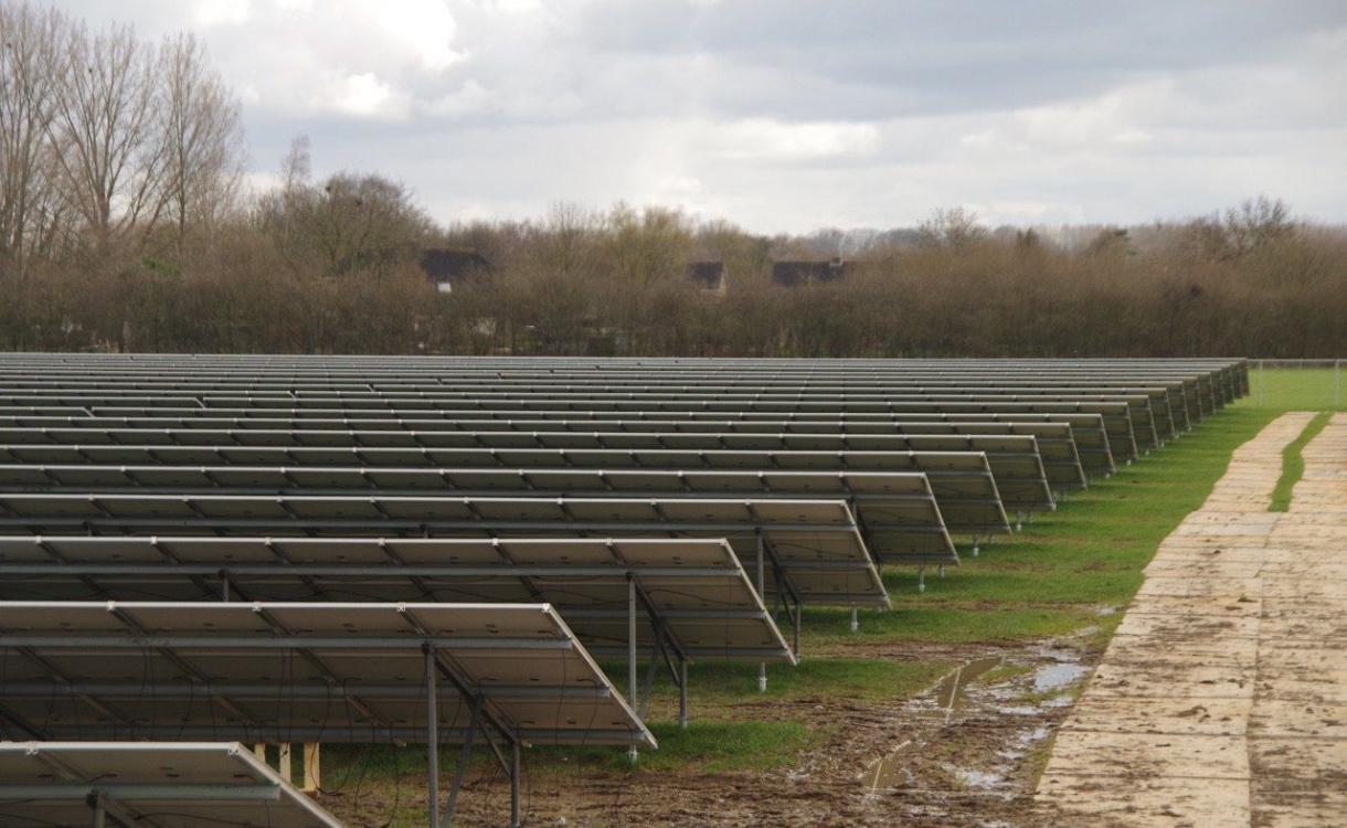 Opinie: Waarom zonneparken helemaal nergens op slaan