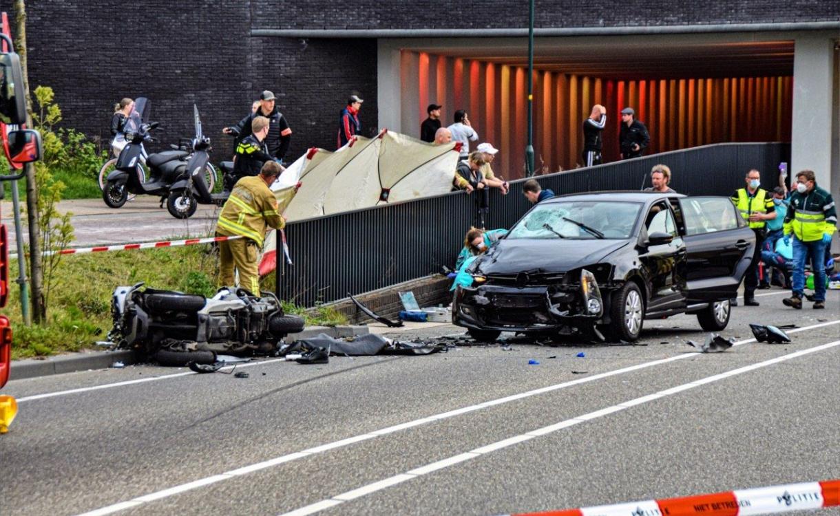 22-jarige man komt om bij ernstig ongeluk in Zutphense tunnel, bijrijder zwaargewond