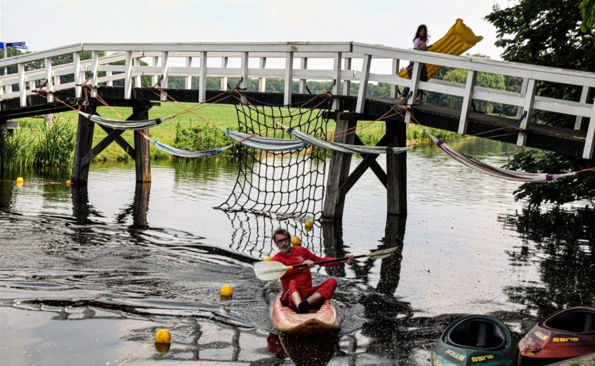 Sportbedrijf laat kinderen gratis kanoën in Warnsveld