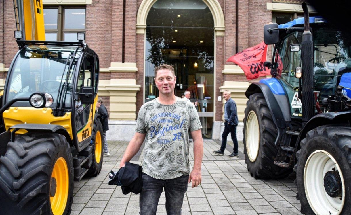Tientallen trekkers voor rechtbank Zutphen om boer Thijs Wieggers te steunen