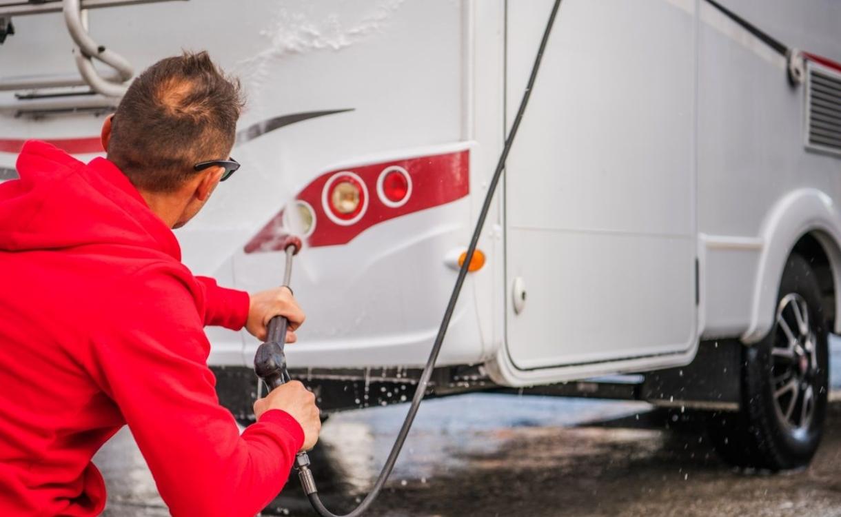 Hoe lang mag je caravan of camper voor de deur staan?