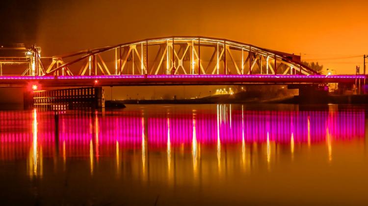 Verlichting van de Oude IJsselbrug: Kunst of kitsch? | LokaalGelderland