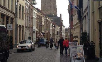 Gemeente Zutphen bezig met plan voor laden en lossen in Lange Hofstraat