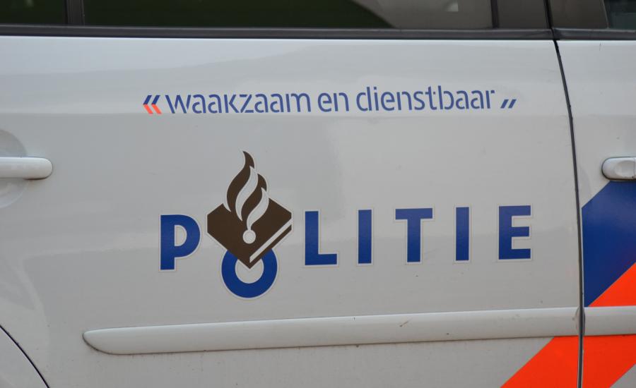 Automobilist knalt tegen geparkeerde auto in Zutphen en slaat op de vlucht - LokaalGelderland