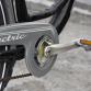 Run op het stelen van elektrische fietsen, vier weggenomen op één dag