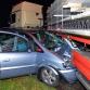 Auto schiet onder vrachtwagen