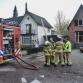 Coniferenbrand slaat over naar carport en huisdak in Lochem