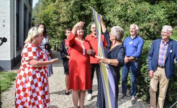 Hittewimpel Warnsveld officieel overgedragen aan Gilze-Rijen
