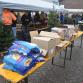 Boeren delen pakketen uit aan bezoekers Zutphense Voedselbank