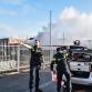 Bestelbus in brand tegen sluis van Zutphense gevangenis, politie houdt zoekactie