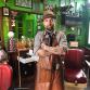Dicht door corona: deze Warnsveldse barbier blijft geld verdienen door waardebonnen