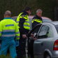 Automobilist ramt geparkeerde auto