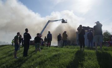 Politie niet blij met publiek grote brand in Zutphen: 'Dit kan nu echt niet'