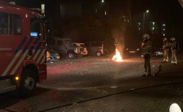 Agenten krijgen vuurwerk naar hun hoofd aan Zutphense Beethovenstraat
