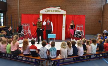 In Laren gestrand circus treedt op op Zutphense basisschool