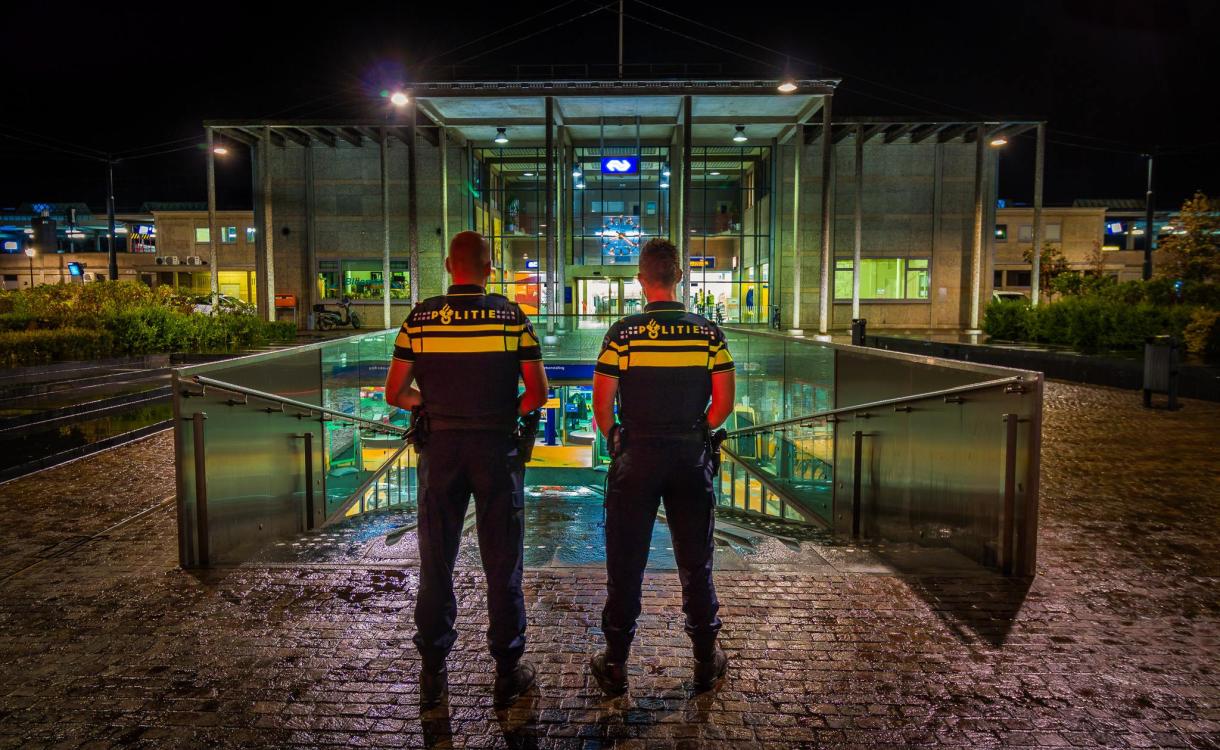 Ondanks corona veel hangjeugd in Zutphen: 'er wordt nauwelijks op gehandhaafd'