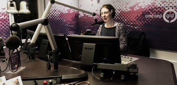 Het is Wereld Radio Dag, en daarom gingen we langs bij de Gelderse ochtendshow
