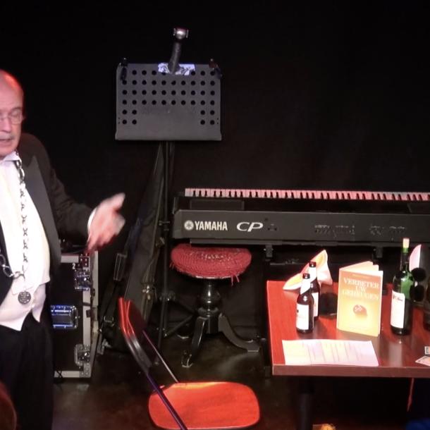 Brummense burgemeester dreef de spot met Rutte en Wiebes tijdens theaterstuk