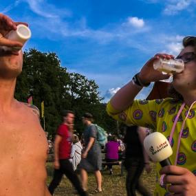 Bier drinken, waterpijp roken of je trui verkopen: op Mañana Mañana kan echt alles