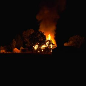 Actiegroep tegen stalbranden keek toe bij brand in Zutphense boerenschuur