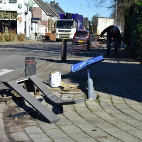 Poolse trucker rijdt palen uit de grond in Brummen