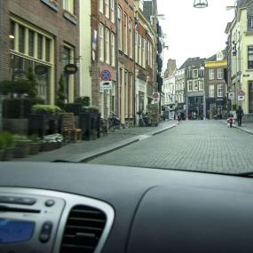 Is de Lange Hofstraat echt zo'n lastige straat? We namen de proef op de som en vroegen het aan een ondernemer
