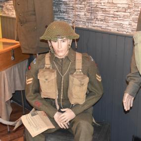 Canadese ambassadeur opent oorlogsmuseum in Lochem