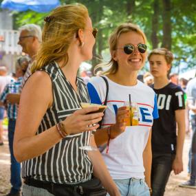 Alle bijzondere festivalverhalen op een rij: daten op een festival, de verkeerde man hebben en meer!