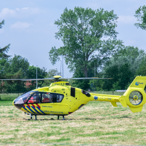 Traumahelikopter strandt met olielekkage bij Zutphen