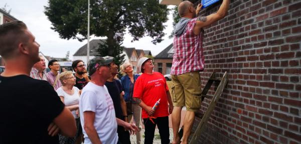 Bewoners Buitensingel Zutphen dopen straat om tot 'Uitbuitsingel'