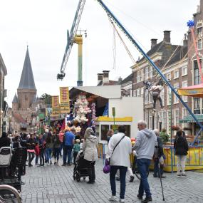 Zutphen haalt opgelucht adem: de kermis staat nu echt op de markt