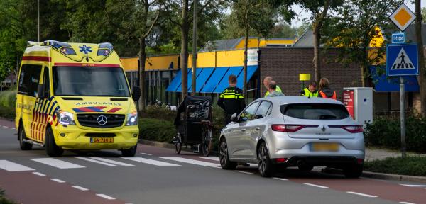 Bakfietsster aangereden bij winkelcentrum in Zutphen