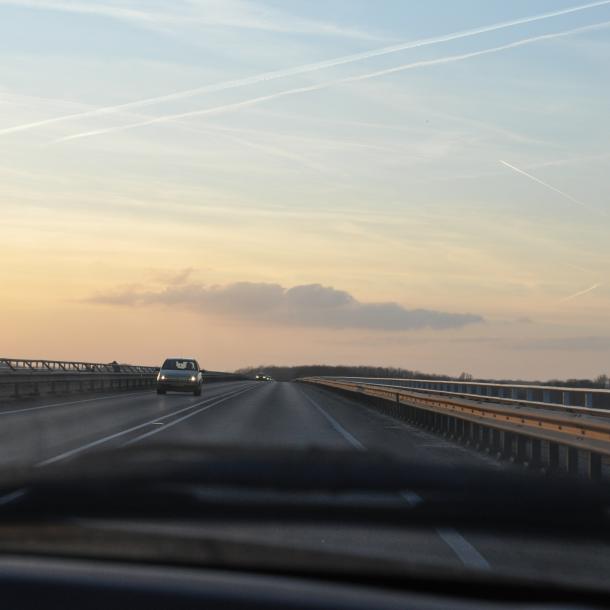Telkens files op Nieuwe IJsselbrug door tractoren, 'maar een spitsverbod komt er niet'