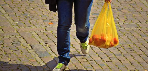 Dief steelt boodschappen uit fietstassen in Brummen