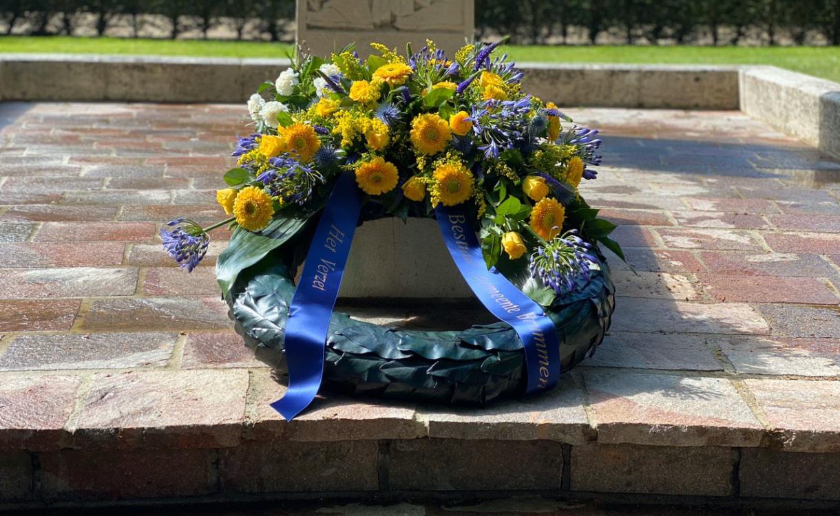 Brummen legt krans voor oorlogsslachtoffers: 'ook nu mogen we ze niet vergeten'